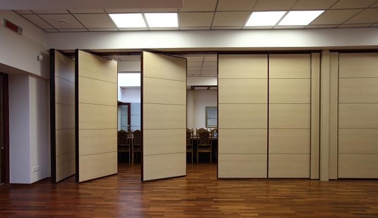 Biến căn phòng làm việc thành không gian rộng lớn để tổ chức một hội thảo nhỏ