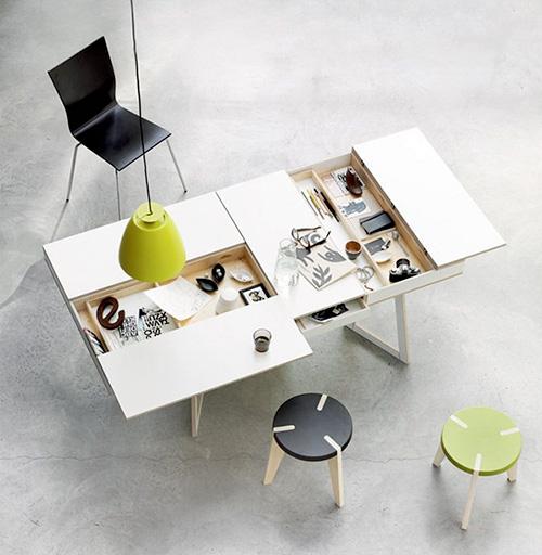 Mặt bàn mở phía dưới có nhiều ngăn kéo chứa đồ