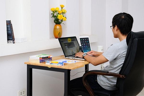 Chọn hướng và vị trí đặt bàn làm việc