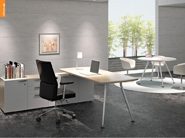 Không gian phòng giám đốc hiện đại hơn nhờ kiểu bàn mới của Fami