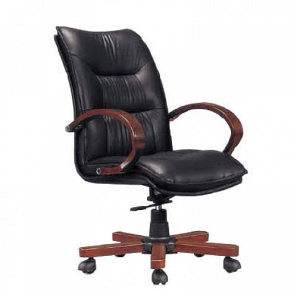 Mẫu ghế giám đốc này có thiết kế đơn giảm hơn mẫu ghế FM-017# và FM-019# ở trên