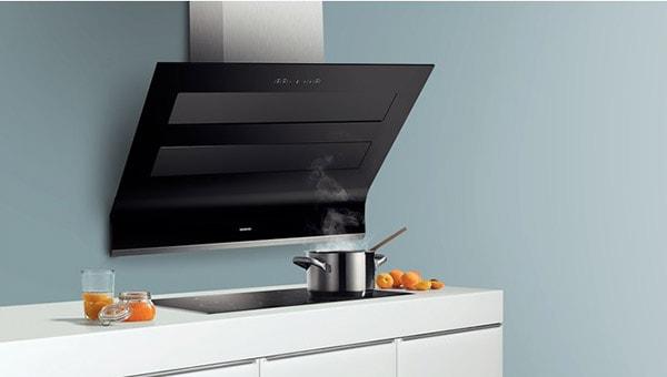 Lắp đặt máy hút mùi tạo sự thông thoáng cho bếp