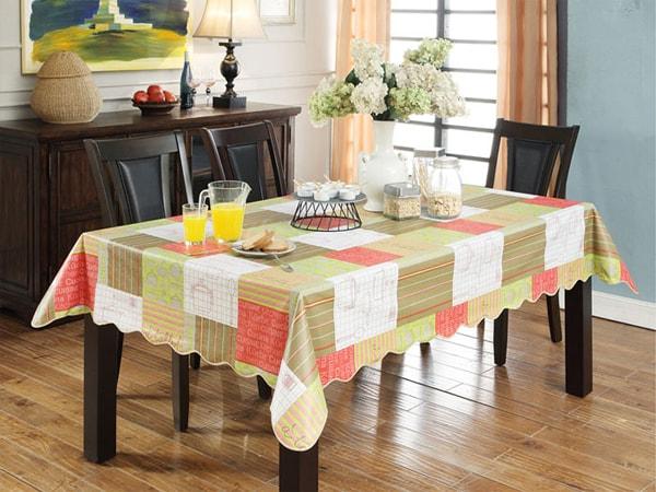 Dùng khăn trải bàn giúp không gian bếp nhẹ nhàng