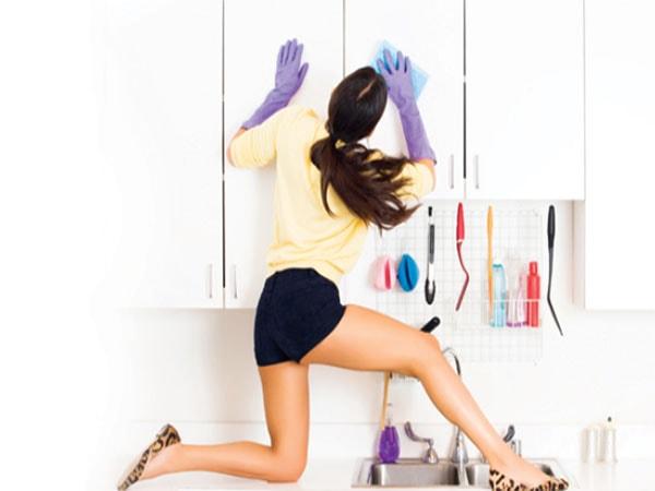 Vệ sinh tủ bếp thường xuyên