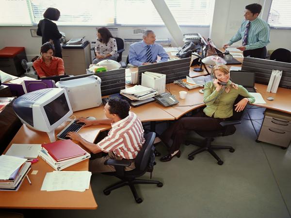 Điều chỉnh ghế xoay văn phòng hợp với dáng ngồi