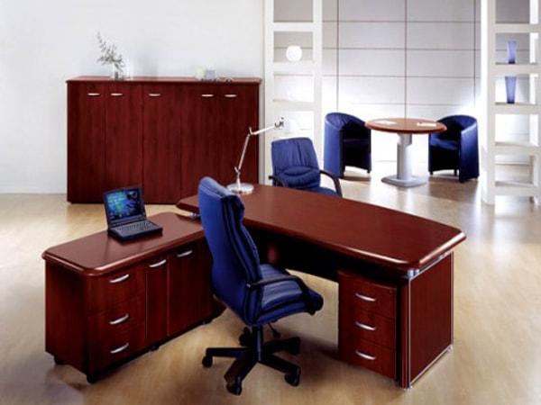 Các công ty khi chọn bàn ghế thanh lý thường lựa chọn những sản phẩm làm bằng gỗ tự nhiên