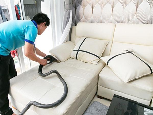 Cách làm sạch bụi trên ghế sofa da