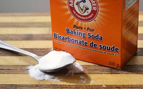 Cách làm sạch sofa bằng baking soda