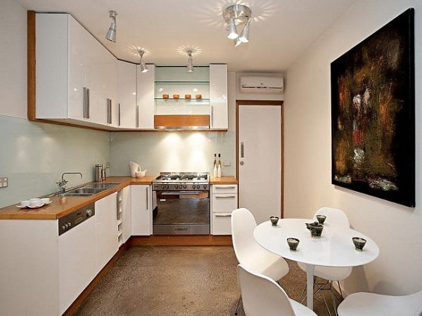 Sử dụng bàn và ghế ăn phù hợp với không gian
