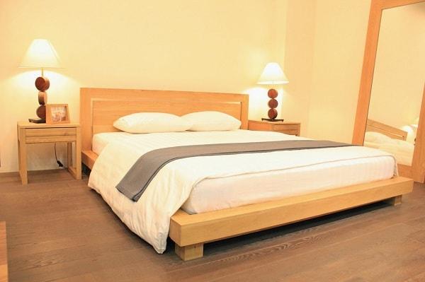 Giường ngủ cho người già không được quá mềm